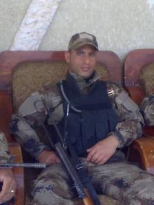 Poliziotto morto oggi a Bagdad di cui purtroppo non conosco il nome. Ha sacrificato la sua vita bloccando con il suo corpo il kamikaze che si stava facendo saltare in aria.